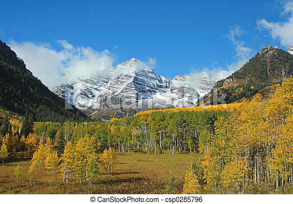 Maroon Bells valley - csp0285796