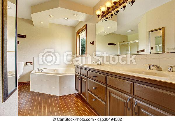 Marrón, cuarto de baño, gabinetes, grande, luces, bathtub., maestro ...