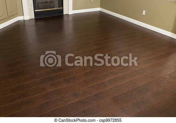 Acaba de instalar laminación marrón y tablas de base en casa - csp9972855