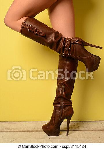 Marrón, cruzadas. mujer, estantes, botas, con las piernas cruzadas. Marrón, Marrón 42c819