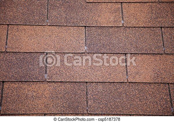Hojas de techo de asfalto marrón. - csp5187378