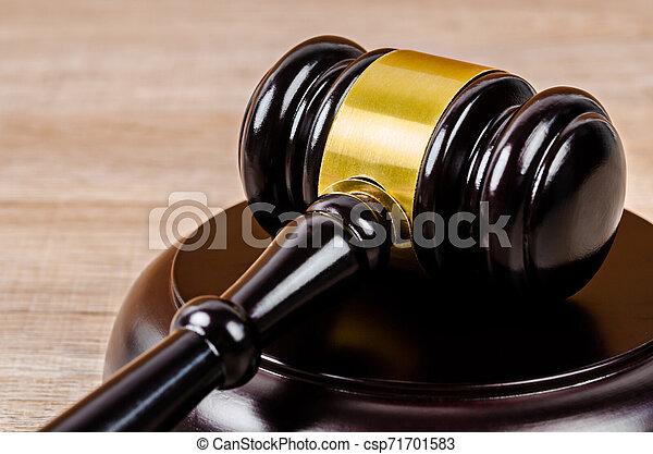 marteau, juge, table. - csp71701583