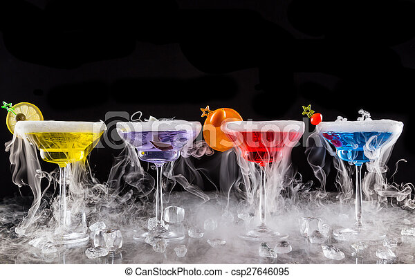 Martini drinks with dry ice smoke effect - csp27646095