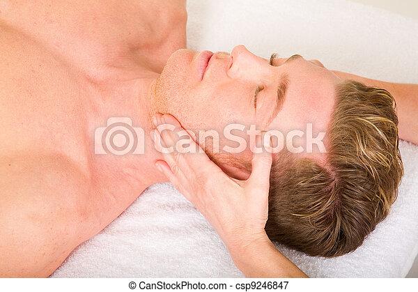 masage, homme, jeune, reçoit, figure - csp9246847