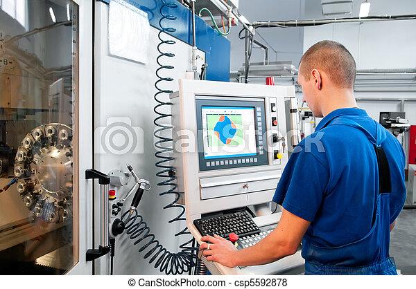 maszyna, pracownik, operowanie, cnc, środek - csp5592878