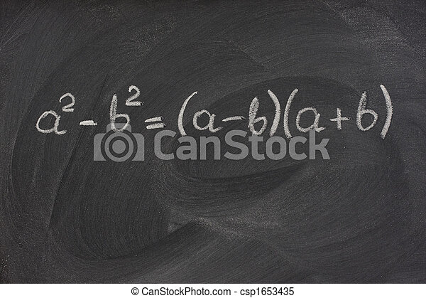 Einfache mathematische Formel auf einer Tafel - csp1653435
