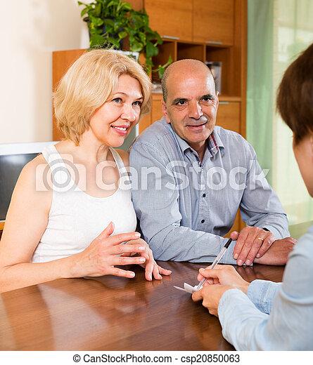 Mature couple filling questionnaire - csp20850063