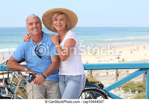 Beach pics mature Goldie Hawn,