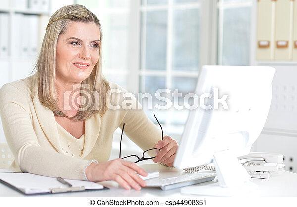 mature woman using computer - csp44908351