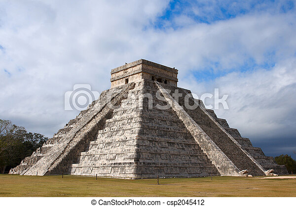 Mayan pyramid in Chichen-Itza, Mexico - csp2045412