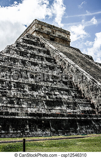 Mayan pyramid of Kukulcan El Castillo in Chichen-Itza (Chichen Itza), Mexico  - csp12546310