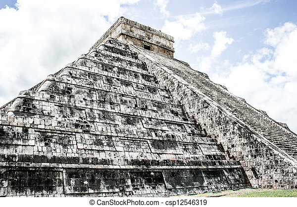 Mayan pyramid of Kukulcan El Castillo in Chichen-Itza (Chichen Itza), Mexico  - csp12546319