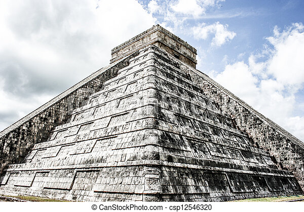 Mayan pyramid of Kukulcan El Castillo in Chichen-Itza (Chichen Itza), Mexico  - csp12546320