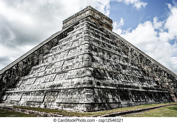 Mayan pyramid of Kukulcan El Castillo in Chichen-Itza (Chichen Itza), Mexico  - csp12546321