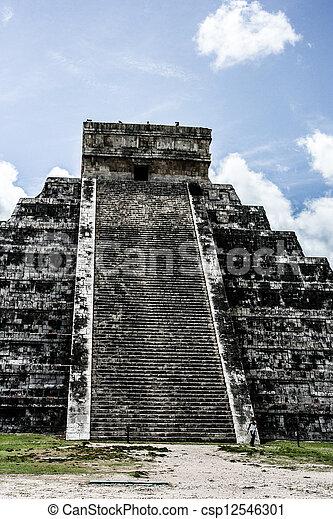Mayan pyramid of Kukulcan El Castillo in Chichen-Itza (Chichen Itza), Mexico  - csp12546301