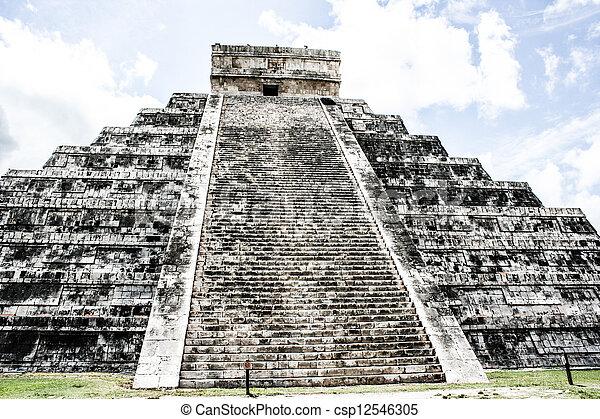 Mayan pyramid of Kukulcan El Castillo in Chichen-Itza (Chichen Itza), Mexico  - csp12546305
