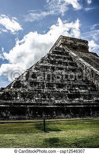 Mayan pyramid of Kukulcan El Castillo in Chichen-Itza (Chichen Itza), Mexico  - csp12546307