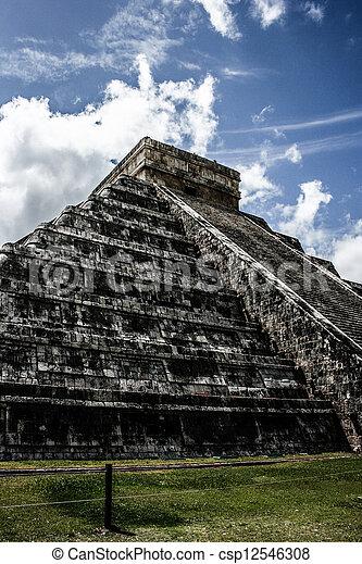 Mayan pyramid of Kukulcan El Castillo in Chichen-Itza (Chichen Itza), Mexico  - csp12546308