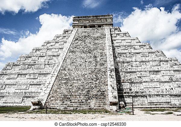 Mayan pyramid of Kukulcan El Castillo in Chichen-Itza (Chichen Itza), Mexico  - csp12546330
