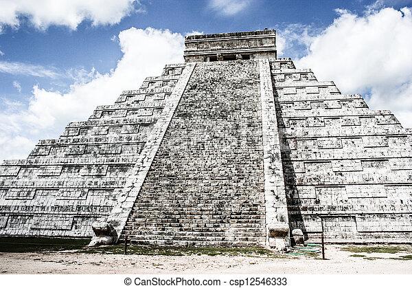 Mayan pyramid of Kukulcan El Castillo in Chichen-Itza (Chichen Itza), Mexico  - csp12546333