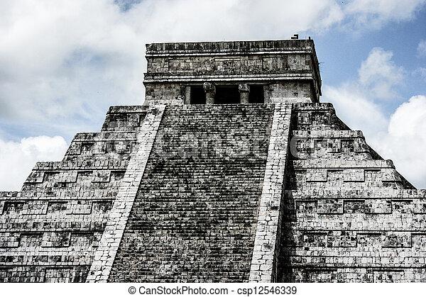 Mayan pyramid of Kukulcan El Castillo in Chichen-Itza (Chichen Itza), Mexico  - csp12546339
