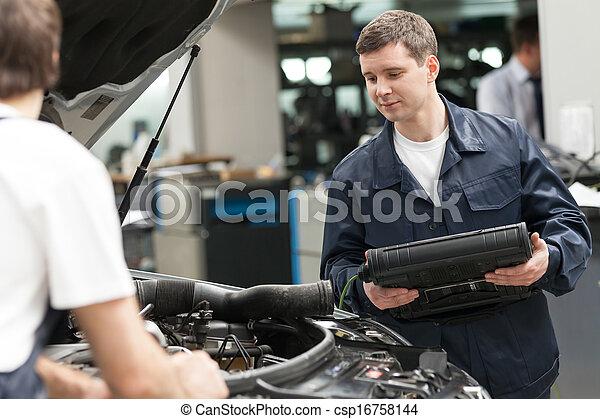 mecánica, reparación, trabajando, shop., automóvil, trabajo, dos, confiado, tienda - csp16758144