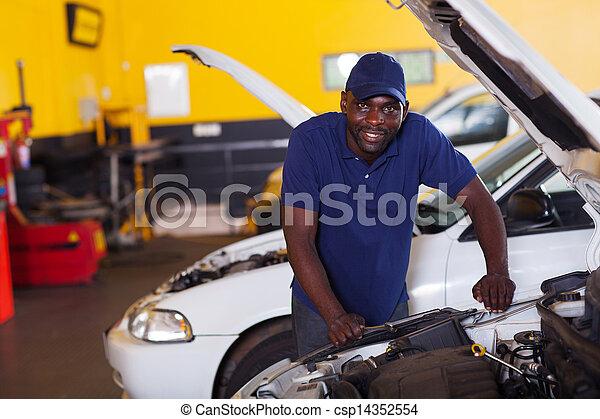 mecánico del coche, africano - csp14352554