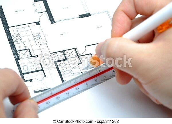 Midiendo tu nuevo tamaño de casa - csp5341282