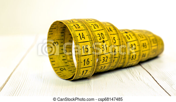 Pérdida de peso, concepto de dieta, midiendo cinta pancarta - csp68147485