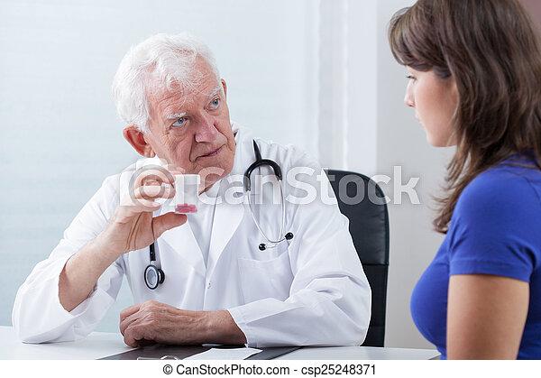 medicina, doutor familiar - csp25248371