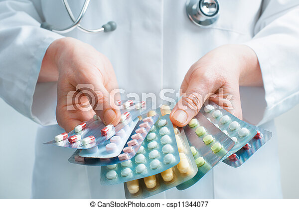 medicina, levando - csp11344077