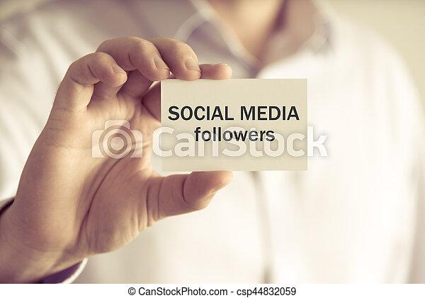 Geschäftsmann mit SOCIAL MEDIA FOLLOWERS Message Card - csp44832059