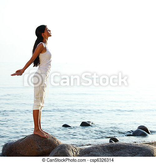 meditación, arena de la playa - csp6326314