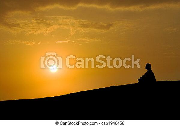 meditation, sonnenuntergang, unter - csp1946456