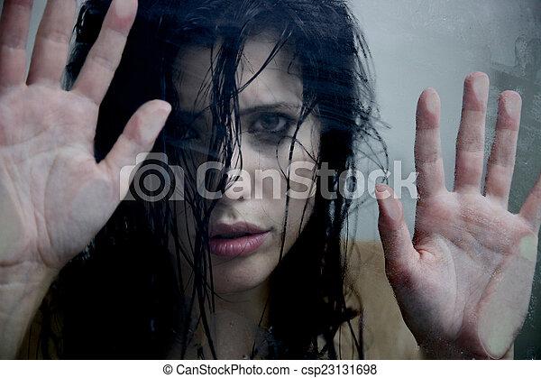 megrémült, nő, belföldi, körülbelül, erőszak - csp23131698