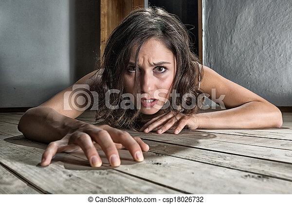 megrémült, nő, emelet - csp18026732