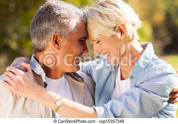 meio, par, envelhecido, closeup, amando - csp15357348