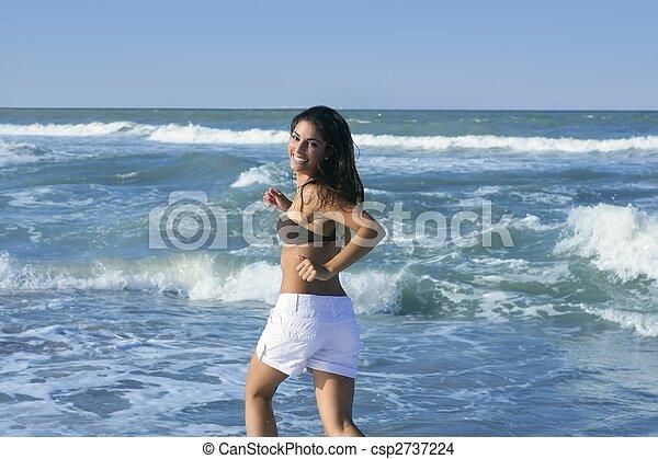 meisje, brunette, springt, zomer, strand, mooi - csp2737224