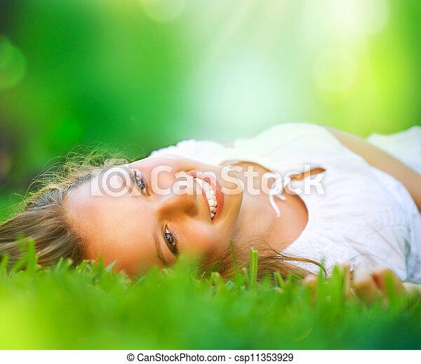 meisje, field., geluk, het liggen, lente - csp11353929