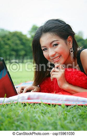 meisje, jonge, tablet - csp15961030