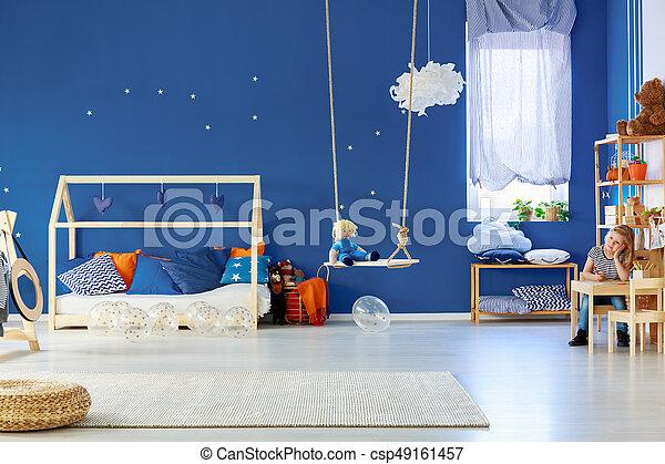 Meisje kamer tekening. het glimlachen kamer kleurrijke jonge