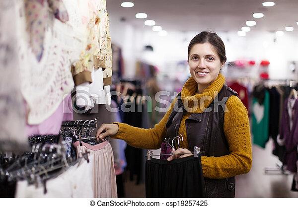 meisje, kleding, kies, winkel - csp19257425