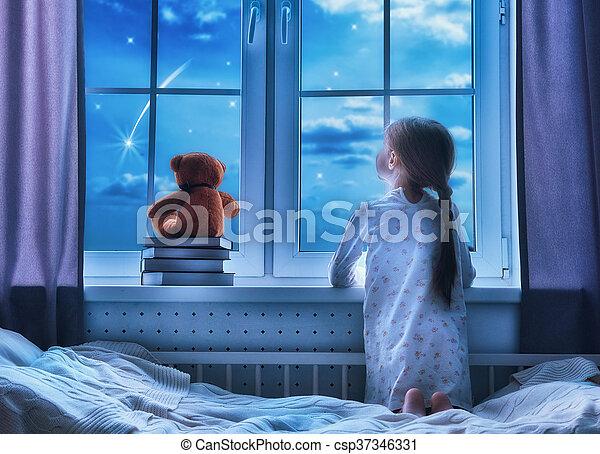 meisje, venster, zittende  - csp37346331