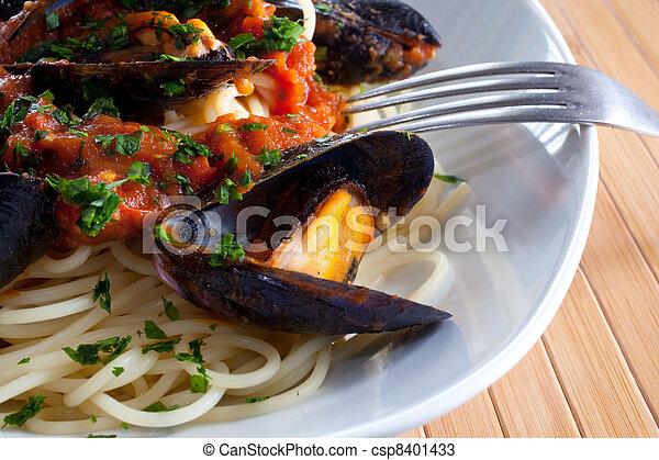 mejillones, espaguetis - csp8401433