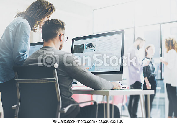 menedzser, modern, film, coworking, effect., háttér, fénykép, hivatal., erdő, kiállítás, eljárás, új, desktop, fiatal, rajzoló, befog, gondolat, horizontális, dolgozó, számítógépek, monitor., kreatív, asztal., startup, életlen - csp36233100