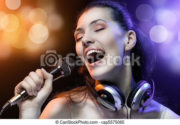 menina, cantando - csp5575065