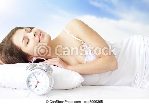 menina, despertador - csp5999365