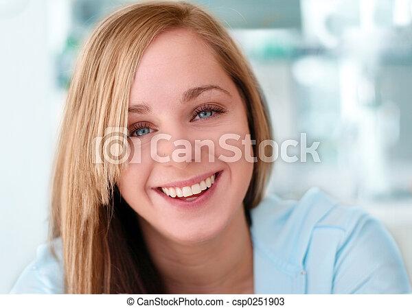 menina sorridente, feliz - csp0251903