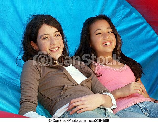 meninas, dois, feliz - csp0264589