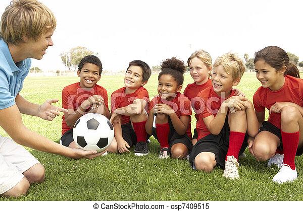 meninas, treinador, meninos, equipe futebol, jovem - csp7409515